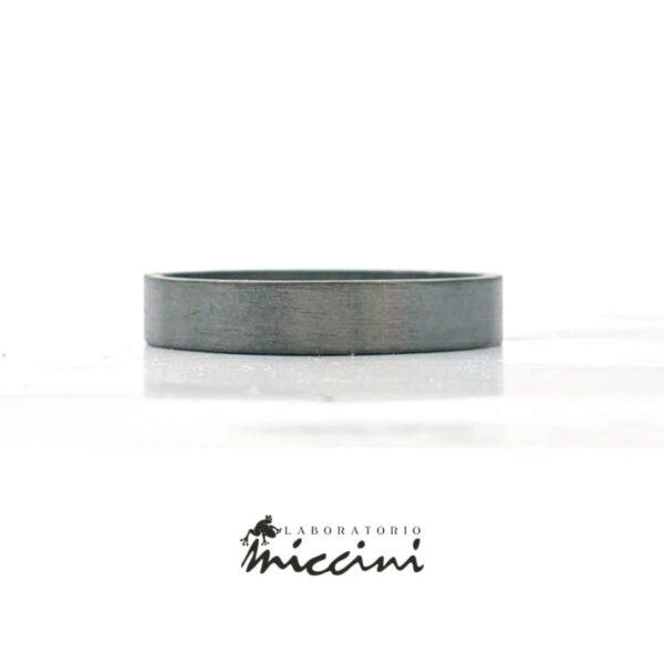 anello a fascia in argento nero