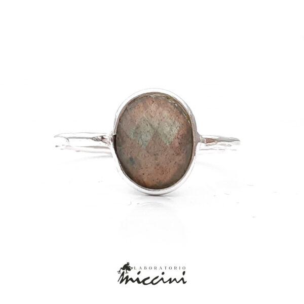 anello con labradorite ovale in argento 925