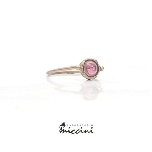 anello in oro con tormalina rosa