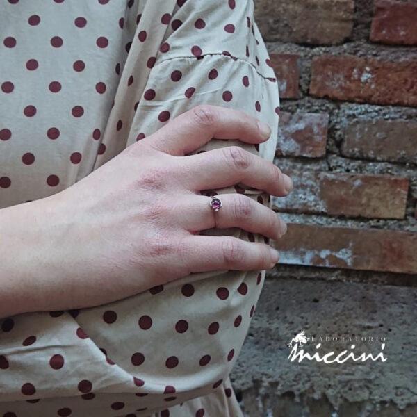 anello in oro bianco naturale e tormalina rosa