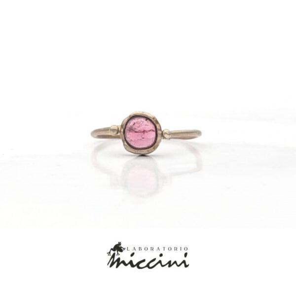 anello con tormalina rosa in oro bianco naturale