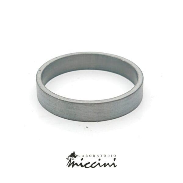 anello da uomo in argento trattato al rutenio