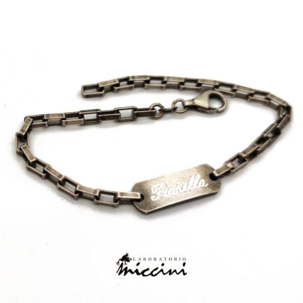 esempio di bracciale catena brunita con nome inciso