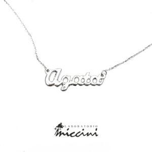 collana in oro bianco con nome realizzata a mano