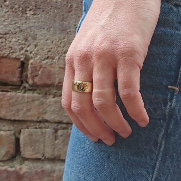 anello in oro lucido a fascia