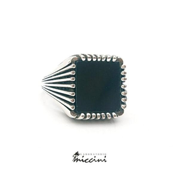 anello chevalier quadrato con onice naturale