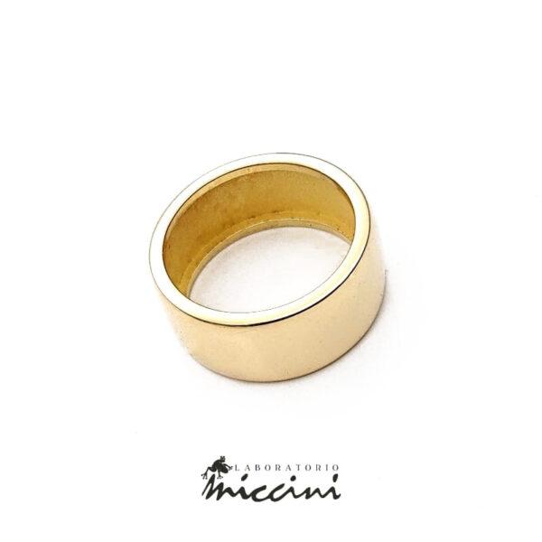 anello a fascia di 9 mm in oro giallo lucido