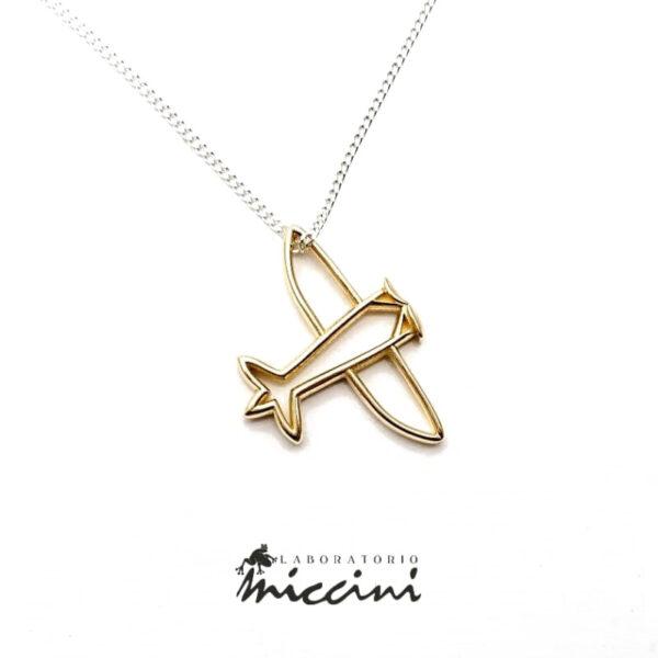 collana in argento con ciondolo in oro giallo a forma di aeroplano