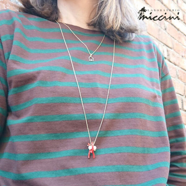 collana con pendente di coralli, perla e pietre