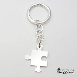 portachiavi a forma di puzzle in argento 925 con incisione