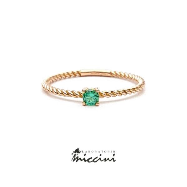 anello in oro rosa con zircone verde taglio brillante