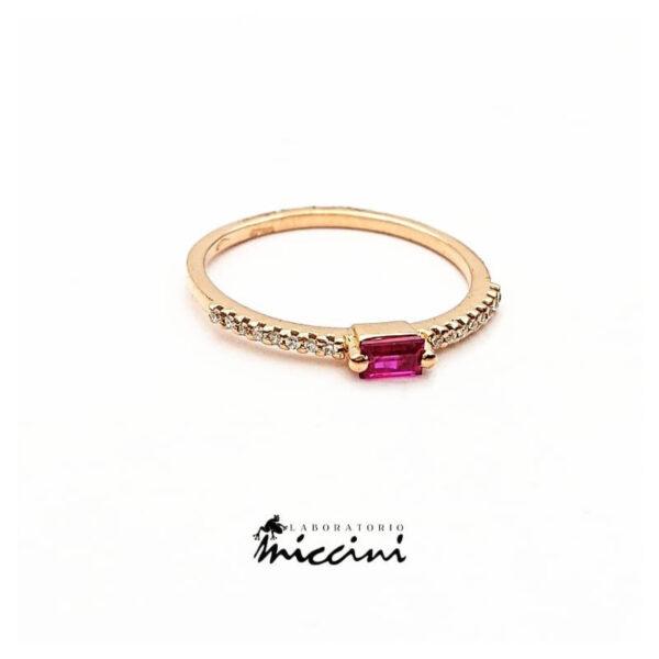 Anello minimal con rubino e diamanti in oro rosa