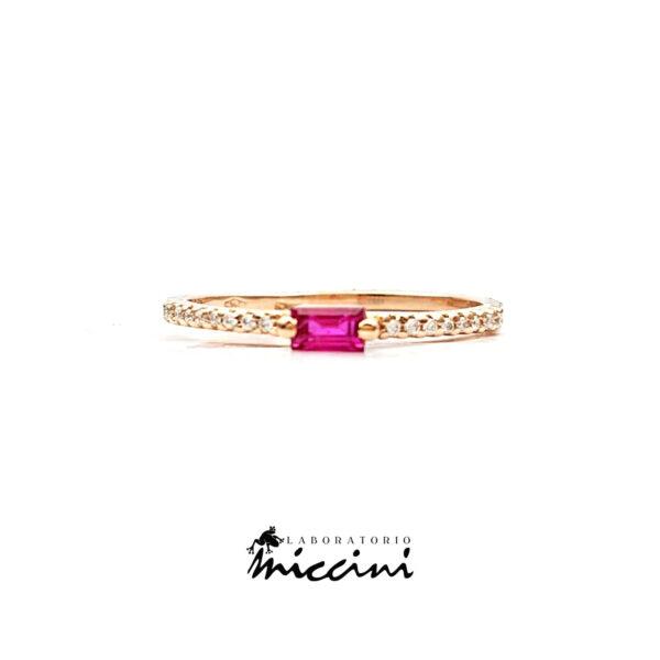 anello in oro rosa con rubino e diamanti