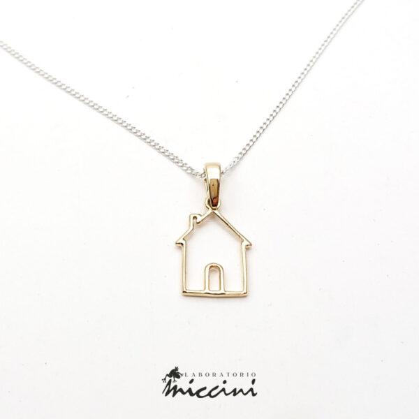 ciondolo in oro a filo a forma di casa