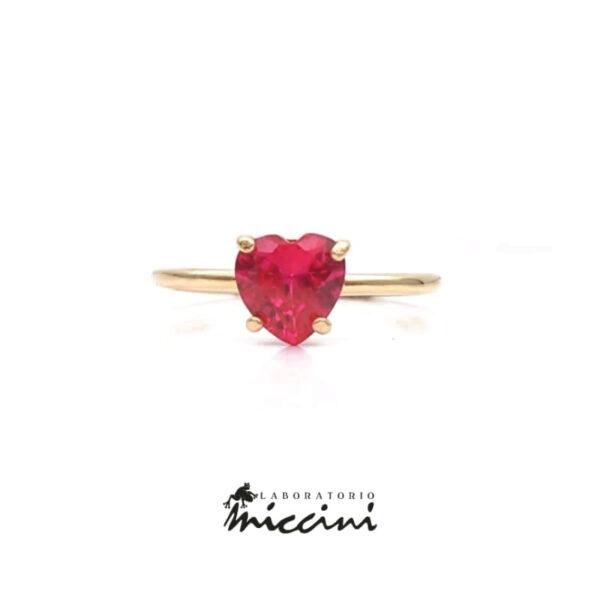 anello in oro con zircone rosso rubino a forma di cuore