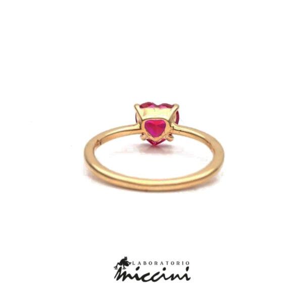 anello in oro giallo con zircone rosso rubino