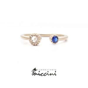 anello in oro bianco con zaffiro e diamante