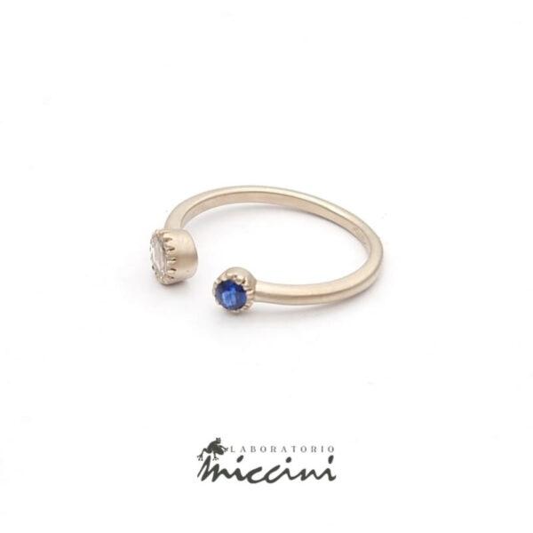 anello con diamante e zaffiro in oro