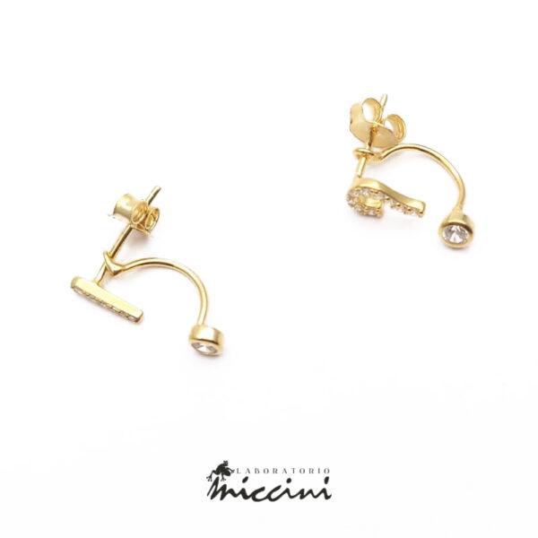 orecchini in argento dorato e zirconi con punto interrogativo ed esclamativo