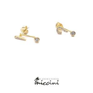orecchini in argento a forma di punto interrogativo ed esclamativo