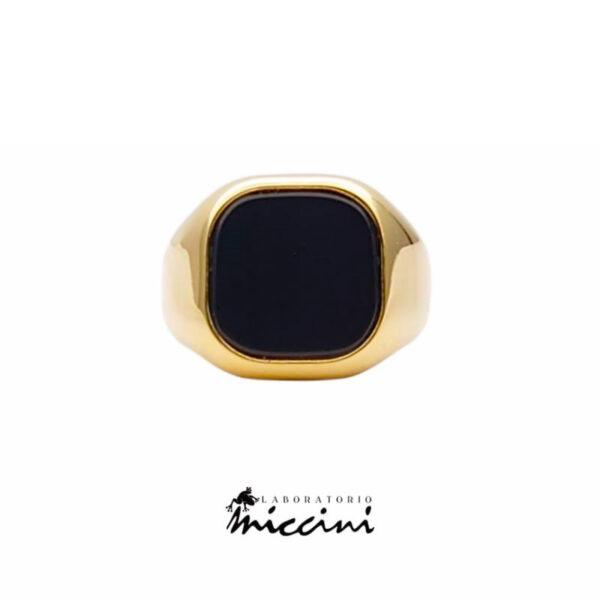 anello con onice in oro giallo