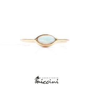 anello in oro con opale taglio marquise