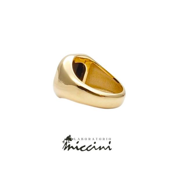 anello in oro con onice rettangolare