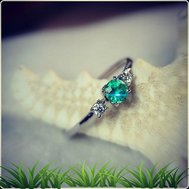 Anello con smeraldo e brillanti